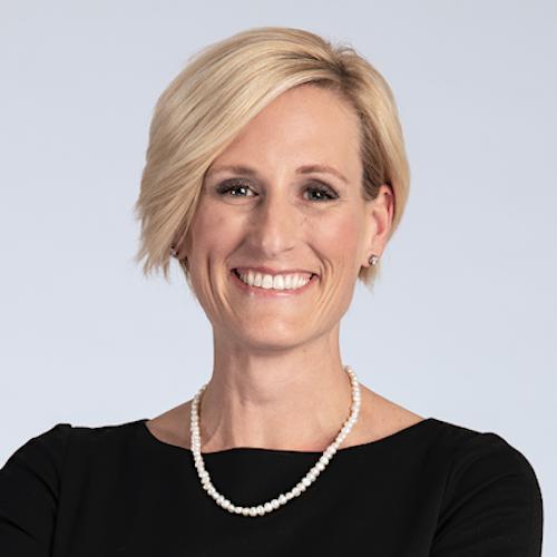 Angela Larson headshot
